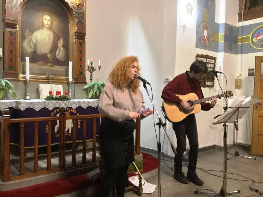 Zenés advent a templomban